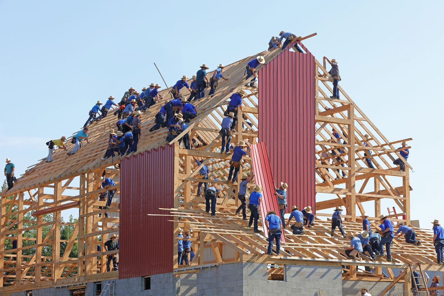 Team of people working together to build a house, an example of the Agile Mindset